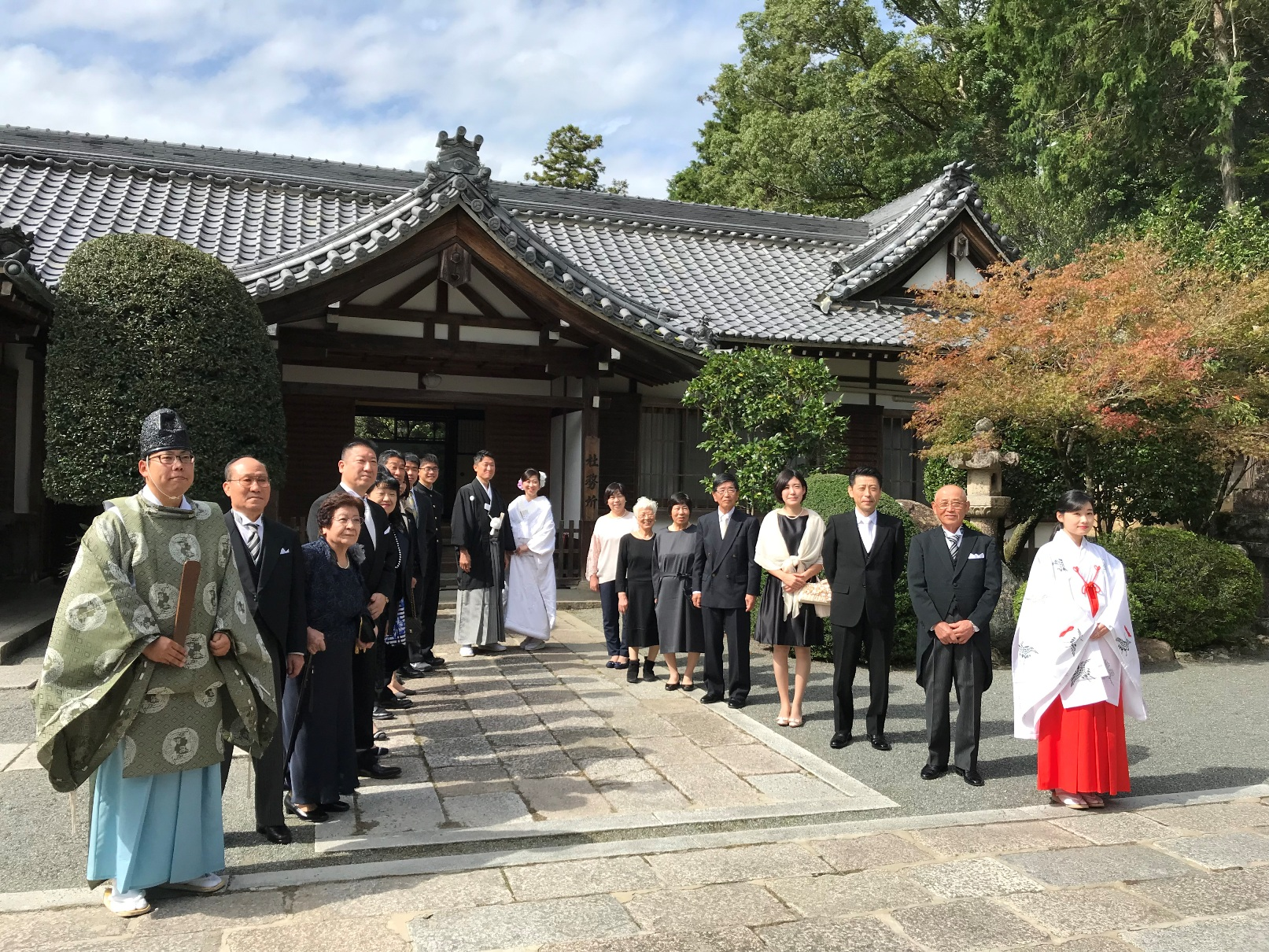 32f26d52426d6 多田神社でご結婚式でした。おめでとうございます! 白無垢姿の花嫁様は色打ちかけのお写真も撮影されました♪ スポサブランカ 大阪丸福衣裳店